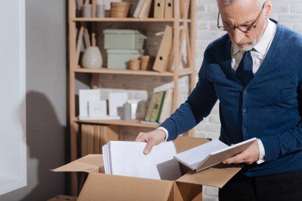 Увольнение пенсионера по инициативе работодателя: как соблюсти закон