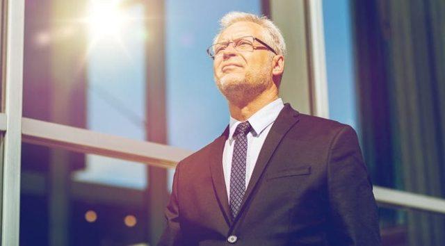 Как уволить пенсионера по собственному желанию по закону – оформление документов
