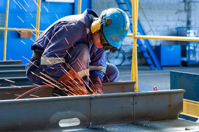 Что такое вредные условия труда и какова оплата за них?