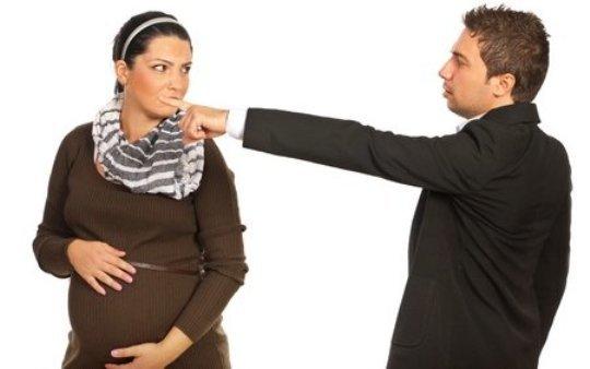 Увольнение беременной женщины за прогулы: возможно ли?
