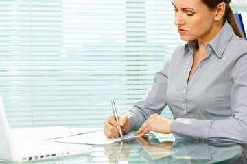 Записи о переименовании должности в трудовой книжке: как сделать запись в трудовую книжку, спорные моменты