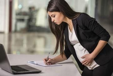Как уйти в декрет с декретной должности: процедура оформления отпуска работнику на временной должности