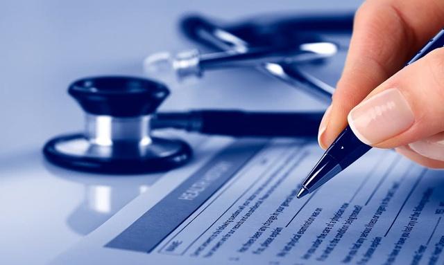 За какой стаж положена оплата пребывания на больничном при предъявлении листа нетрудоспособности в 100-процентном размере