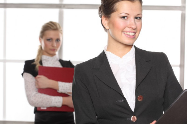 Как оплачивается время простоя по вине работодателя, размер оплаты по ТК РФ