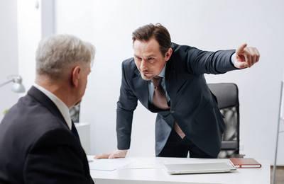 Отстранение сотрудника от работы: в каком случае допускается и критерии выбора времени отстранения