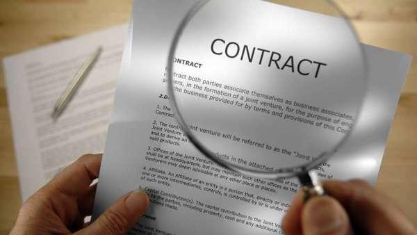 В чем отличие контракта от договора и что выгоднее заключать