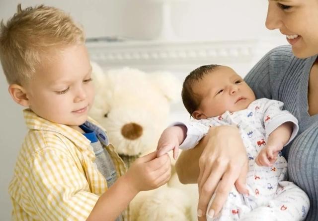 Что полагается за второго ребенка: выплаты, компенсации и материнский капитал