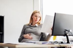 Права и обязанности беременной женщины на работе, при трудоустройстве, увольнении и сокращении