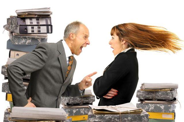 Увольнение за хищение на рабочем месте – что ждет сотрудника, совершившего преступление, и работодателя