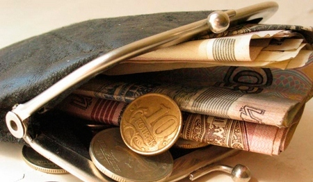 Что делать, если зарплата ниже МРОТ, куда обратиться за защитой прав