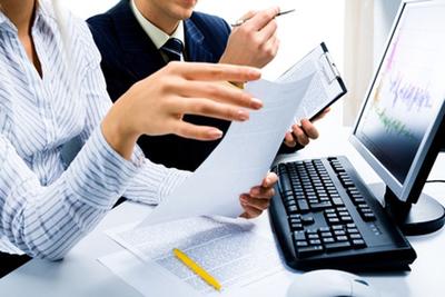 Оформление трудовой книжки работнику принятому на работу впервые: основные правила заполнения