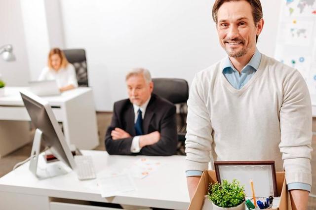 Если руководитель не подписывает заявление на увольнение – как быть и что делать