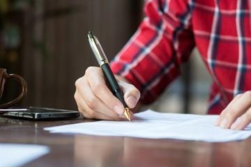 Как правильно оформить заявление на увольнение по уходу за ребенком до 14 лет и образец составления