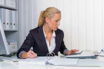Работа без оформления с ежедневной оплатой: определение и ответственность