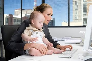 Увольнение по уходу за ребенком, его преимущества и возможность уволиться без отработки