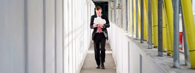Кто назначается ответственным за охрану труда на предприятии: требования и функции