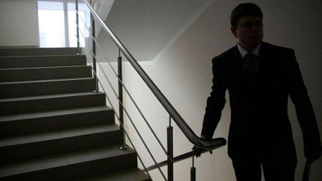 Гражданским служащим, имеющим ненормированный служебный день, предоставляются дополнительный отпуск и компенсации