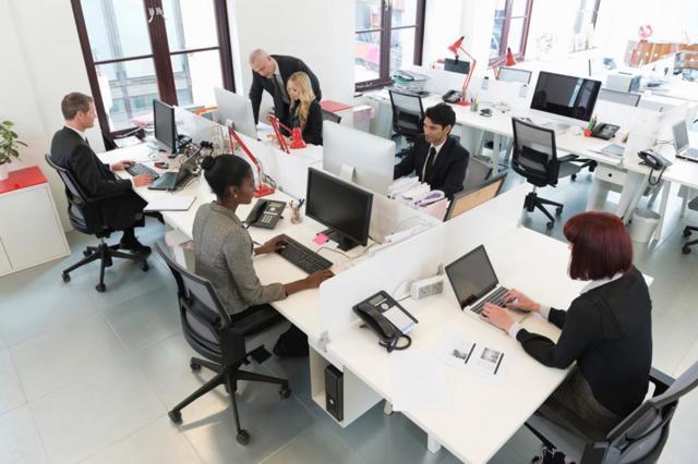 Материальная помощь – основания выплаты работнику, особенности документального оформления и уплаты налогов