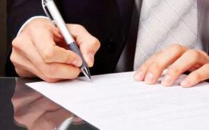 С кем заключается срочный трудовой договор и как перейти на него с бессрочного